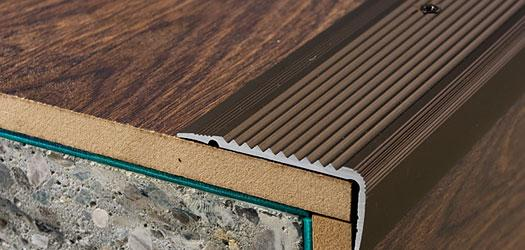 Schodová hrana šroubovací 45x23mm Dural elox délka 2,5m